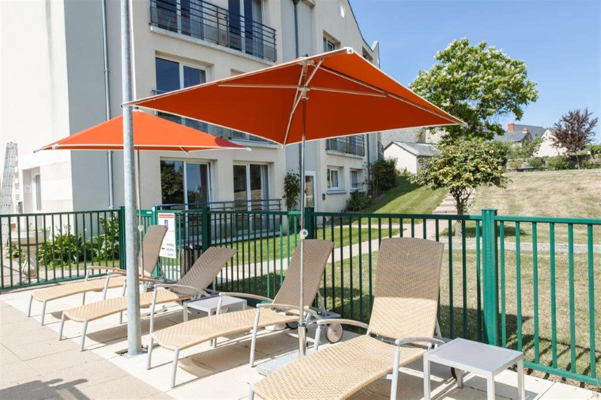 l 39 ermitage hotel restaurant swimming pool hotel restaurant l 39 ermitage. Black Bedroom Furniture Sets. Home Design Ideas